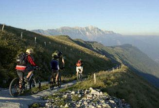 Pestra turistična ponudba ob kolesarski poti Kobarid