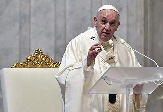 Papež Frančišek zaradi pandemije preložil svetovni dan mladih in svetovno srečanje družin