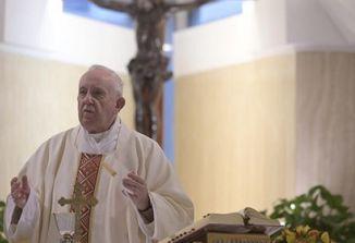 Papež Frančišek pozval k previdnosti in spoštovanju omejitev v času pandemije