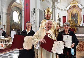 Pri bogoslužju so podelili najvišja škofijska odlikovanja