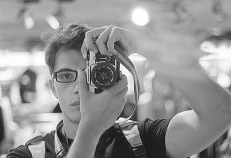 """""""Najbolj mi je všeč fizični proces razvijanja fotografije"""""""