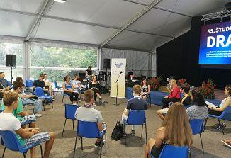 Pogovor mladih z ministrico Heleno Jaklitsch