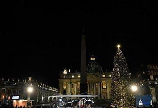 Na slovenskem božičnem drevesu v Vatikanu zažarele lučke