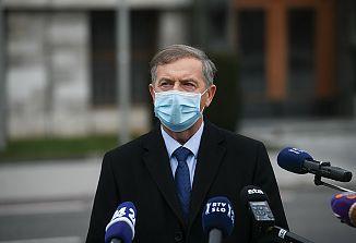Samozvana Koalicija ustavnega loka je umaknila zahtevo za menjavo vlade z izgovori na virus in okuženost nekaterih poslancev!
