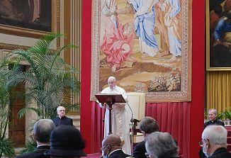 Papež nagovoril diplomate in spregovoril o krizah, ki jih je prinesla s seboj pandemija