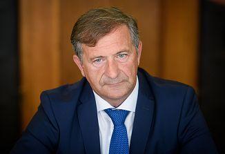 Tudi na izrednem zasedanju EP brez dokazov o pritiskih na medije in o ogrožanju demokracije v Sloveniji!