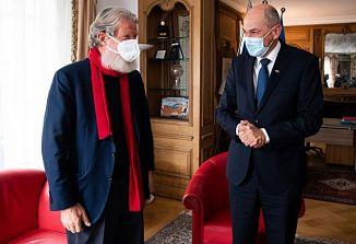Slovenski predsednik vlade Janez Janša se je med uradnim obiskom v Parizu srečal tudi z misijonarjem Pedrom Opeko