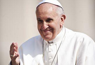 Papež uspešno prestal prvo noč po operaciji