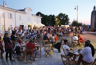 Očarljiv poletni večer v Števerjanu