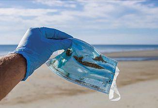 Morje, ležalniki in … zaščitne maske