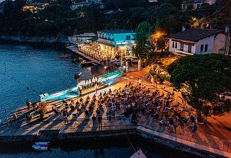 Ob morju so zadoneli slovenska pesem, violina in klavir
