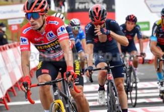 Slovenski kolesar Primož Roglič danes zmagal in je spet v rdeči majici na Vuelti!