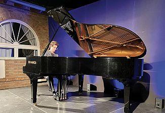 Pianist Luca Sacher je osvojil poslušalce