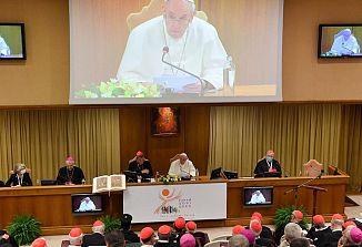 Papež Frančišek ob začetku sinode