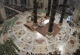 Papež Frančišek med mašo nagovoril kristjane ob začetku sinodalne poti