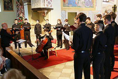 Krstni nastop fantov MeMlPZ Emil Komel