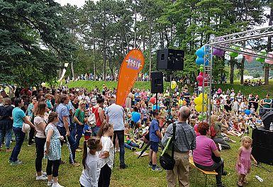 Pod dežnikom prijateljstva se je zbralo preko 20.000 obiskovalcev