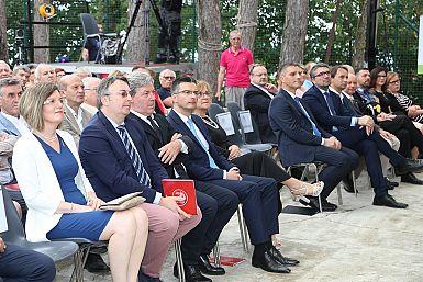 """Predsednik vlade RS Šarec na """"prazniku veselja, srca, glasbe in slovenstva"""""""