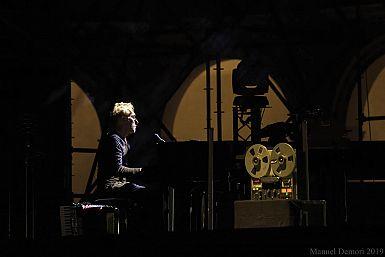 Klavir, zvoki narave, magično vzdušje glasbe Yanna Tiersena