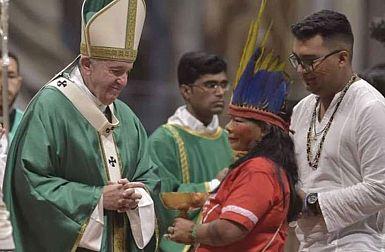 Papež o sinodi in 4 razsežnostih