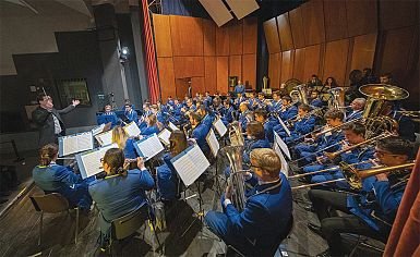 Jubilejne koncerte je uvedlo gostovanje Pihalnega orkestra Koper