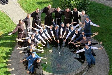 Slovenski redovniki in redovnice na razpolago po telefonu za pastoralni pogovor