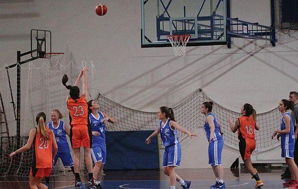 Mlade poletovke rasejo, ženska košarka mikavna za naše trenerje