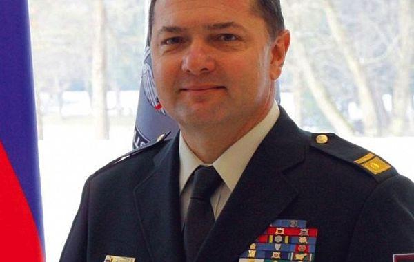 Težavna razmerja med obrambno ministrico in poveljstvom Slovenske vojske