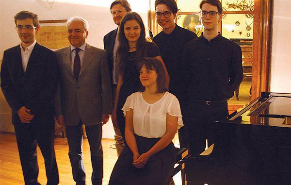 Poustvarjalna moč mladih pianistov