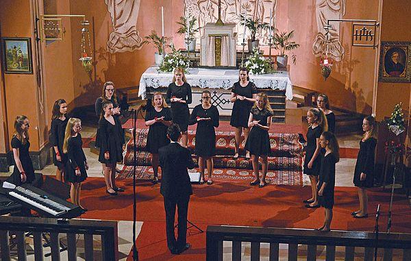 Pevke in pevci dveh skupin so se izkazali