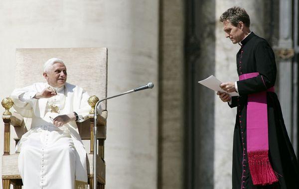 """Msgr. Georg Gaenswein: """"Kriza Cerkve je v bistvu kriza klera!"""""""