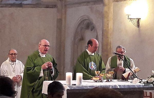 Uradna umestitev duhovnika Fabia La Gioie