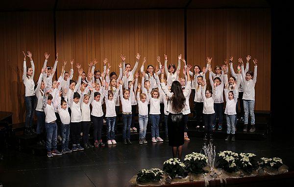 Naj živijo mladi pevci in prizadevne zborovodkinje!