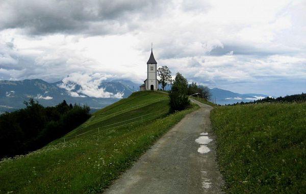 Predstavili letno poročilo katoliške Cerkve v Sloveniji 2018