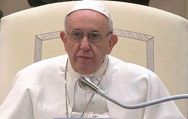 Sveti oče ostro nad hinavščino!
