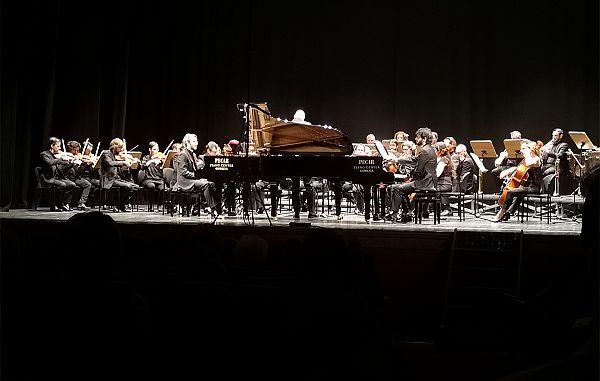 Bleščeč uvod z dvema mladima, odličnima pianistoma