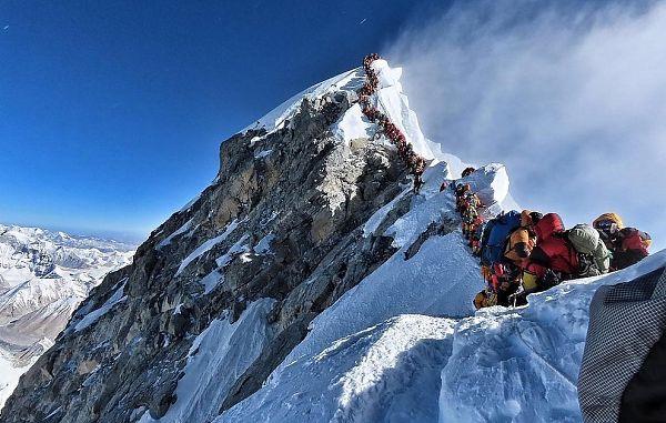 Na najvišji gori sveta v enem dnevu več kot dvesto ljudi na vrhu!