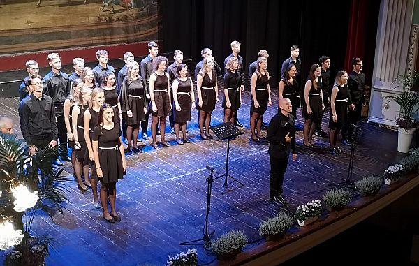 Krasen uspeh pevk in pevcev Mešanega mladinskega zbora Emil Komel