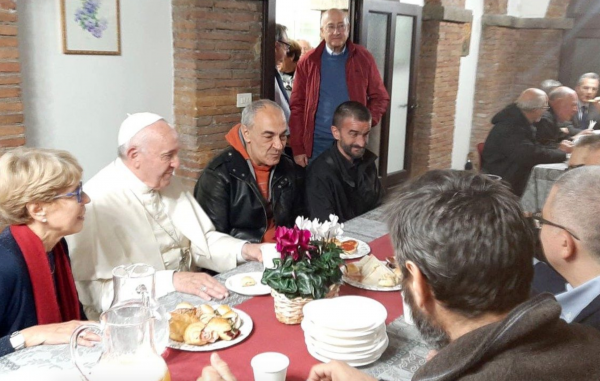 Papež Frančišek je odprl nov sprejemni center za brezdomce