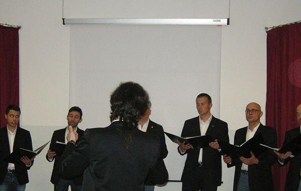 Zven slovenske pesmi in zanimiv vpogled v naše šege