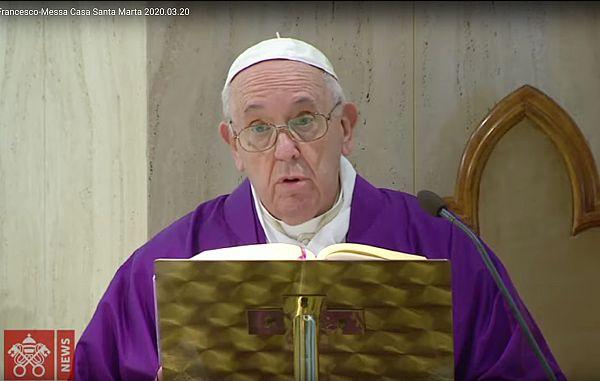 Papež je molil za zdravnike
