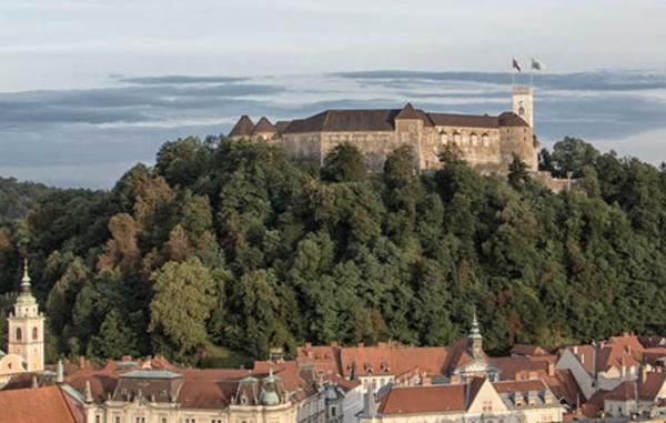 V Sloveniji število potrjenih okužb s koronavirusom preseglo 200