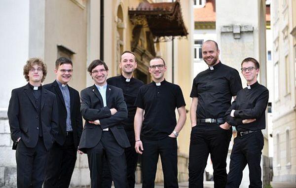 Proslavljanje dneva državnosti in zaskrbljenost zaradi politično globoko razdeljene Slovenije