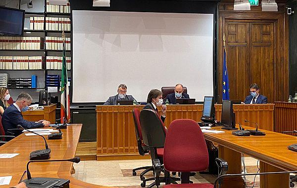 Pred poslansko komisijo za zagotovitev zastopstva