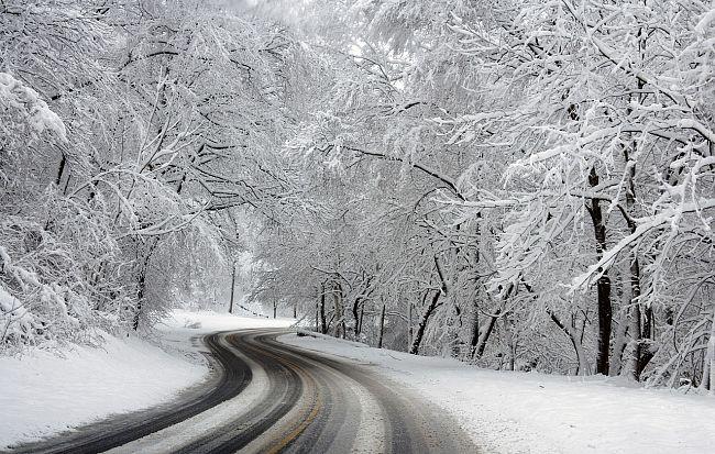 Sneženje se bo okrepilo, na Goriškem in ob morju bo deževalo!