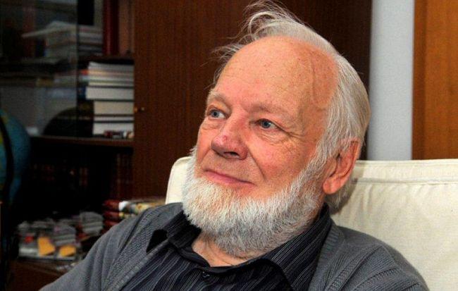 Umrl je prof. Tomaž Pavšič